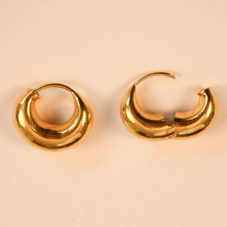 18 Karat Yellow Gold Hollow Hinged Hoop Earrings Fair