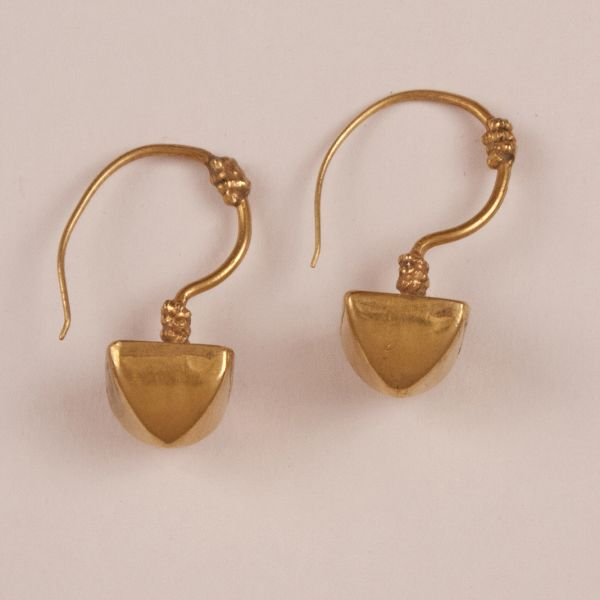 18 Karat Gold Pyramid Earrings